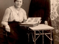 Mor Vrangen og Soster Laura